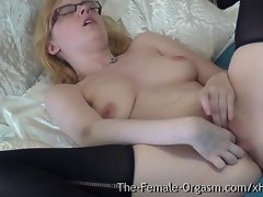 Pure Finger Rubbing Masturbating Coed with Awesome Knockers