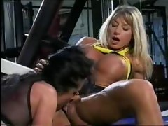 Bodybuilding Filthy bitch gets with Young woman in the Gym
