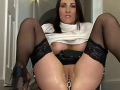Kinky Experienced Pulls a Chain from her Slit