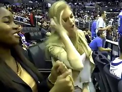 Kate Upton Teaches How To Dougie at the Clippers Game