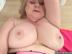 English granny Amanda Degas masturbates in bathroom