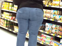 Big Widely Country Butt Filthy bitch In Tiht Jeans.