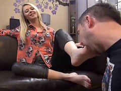 Blondie mum feet domination