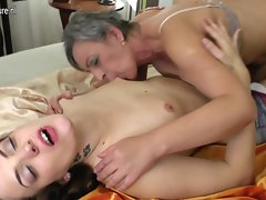 Kinky slutty mom bangs 18 years old lezzy lass