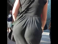 attractive jiggling butt 2015