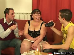 Interview with plumper attractive mom leads to 3some