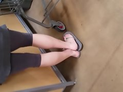 candid Mommy in grey spandex showing sex toes