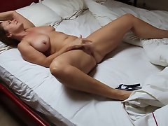 Lovely Attractive mom Masturbating In Bed