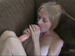 Randy attractive mom masturbates
