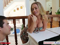 Top heavy slutty girl Nicole Aniston gets banged