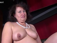 Big sensual slutty mom with hungry pussy