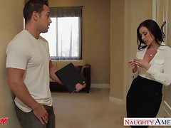 Chesty mamma Kendra Lust gets facial