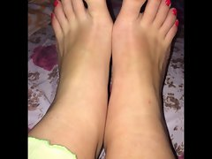 Lina moves her luscious (size 38) feet