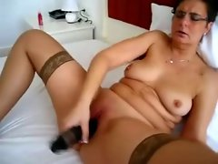 Amateur slutty mom solo