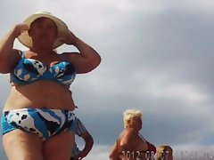 Seductive russian attractive mature on the beach! Amateur hidden cam!