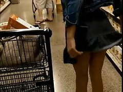 18yr older teenager flashing dirty ass in the store