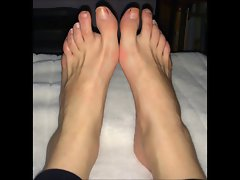 Ralia moves her (size 40) luscious feet