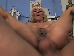 slender mommy get banged by her doctor
