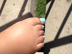 not sisters toes outside