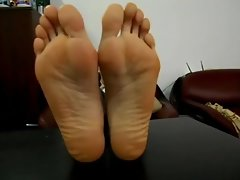 She Shows her Size 13 Soles