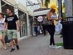 Candid spycam thick bum blondie in spandex stretch pants shopping