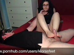 Nubile takes off her Sweaty Socks & gives FOOTJOB